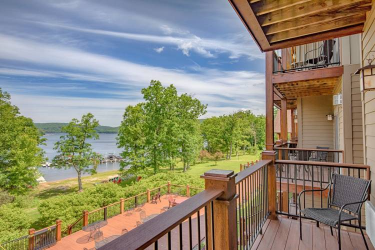 Lake Front Balcony at Suites at Silver Tree