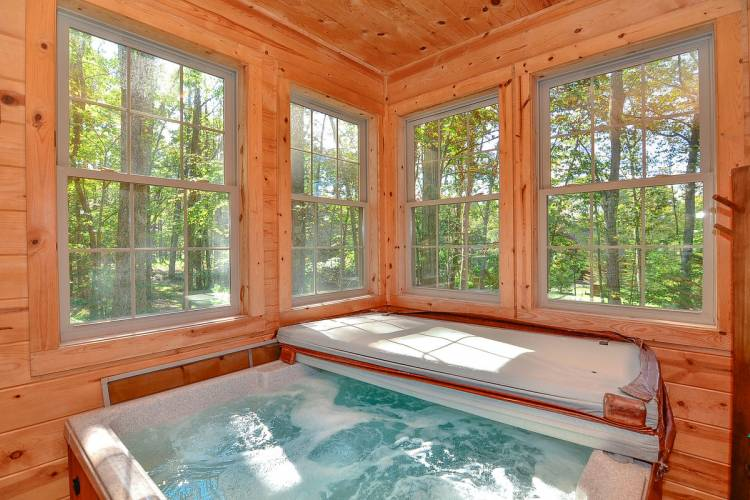 Hot Tub at Whitewater Lodge Deep Creek Lake