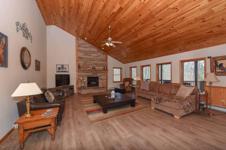 Living Area At Fairway Breeze Deep Creek Lake