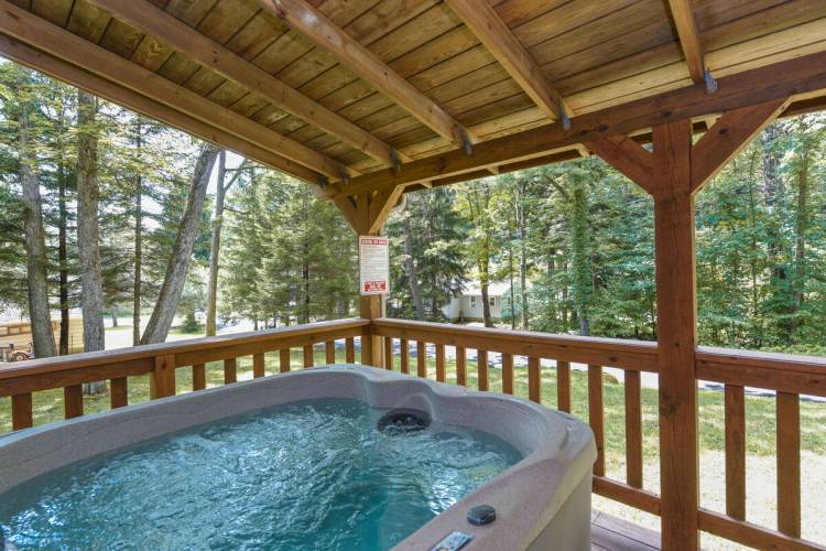 Hot Tub at Cozy Cottage Deep Creek Lake